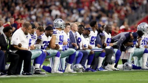 kneelingcowboys09252017getty